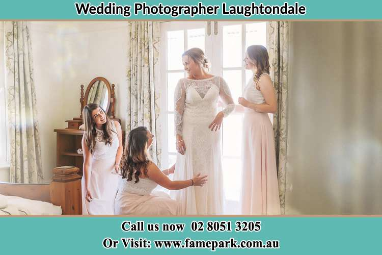 Photo of the Bride and the secondary sponsor preparing Laughtondale NSW 2775